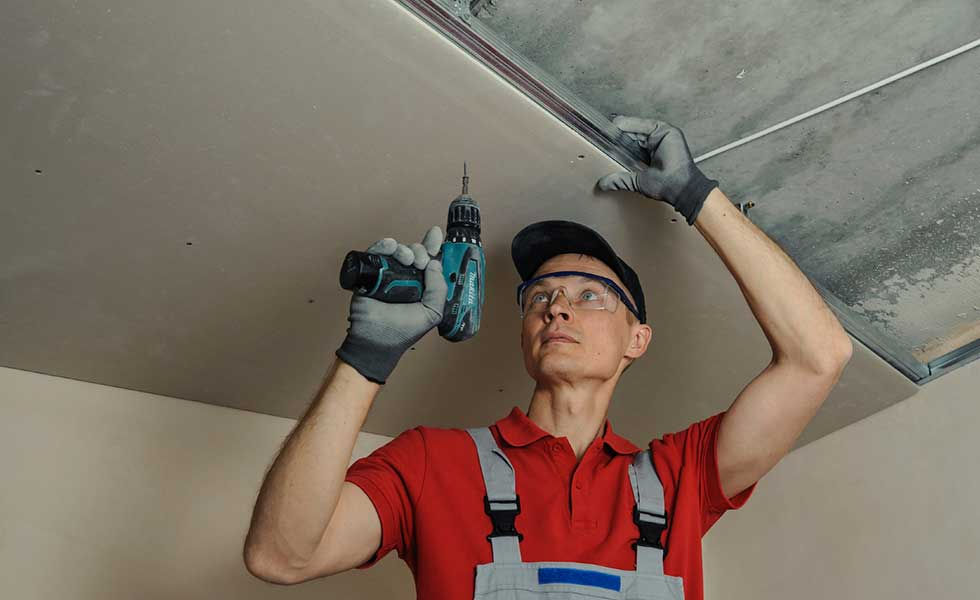fitting-plasterboard-ceiling